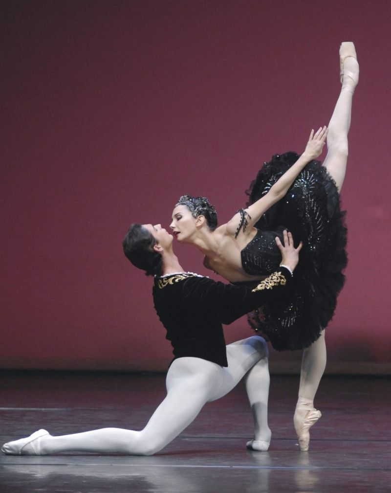 b4f349bc2bc Στην αίθουσα Αλεξάνδρα Τριάντη του Μεγάρου Μουσικής παρουσιάζεται από τις  16 έως τις 23 Δεκεμβρίου και από τις 25 έως τις 30 Δεκεμβρίου για 22  παραστάσεις ...