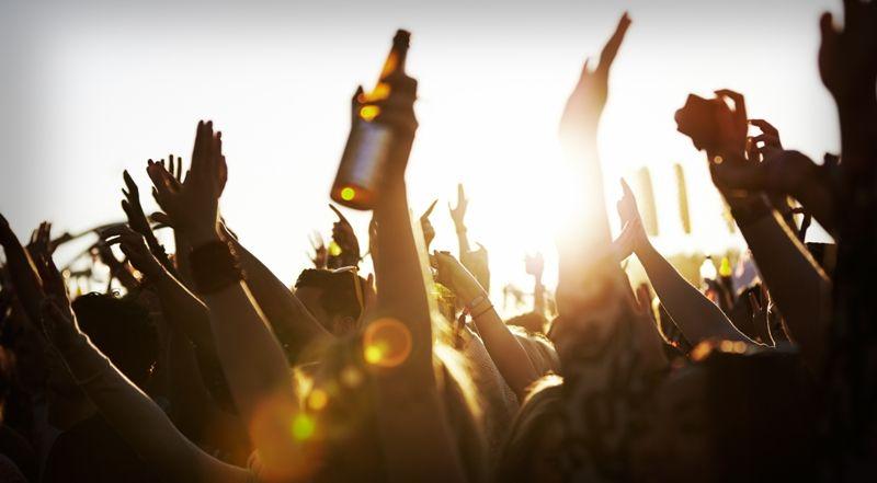 20 καλοκαιρινά φεστιβάλ εκτός Αθηνών: Διακοπές & θεάματα ...
