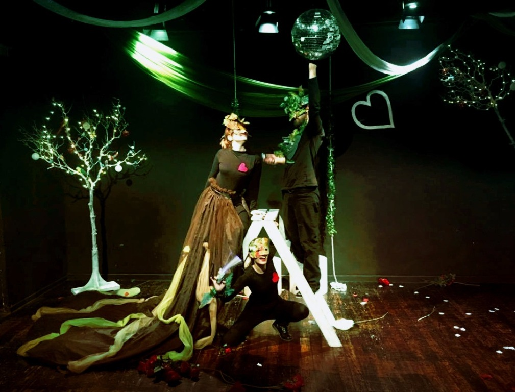 b53752ca938 Χριστουγεννιάτικες ιστορίες στο θέατρο: 20 παραστάσεις για παιδιά ...
