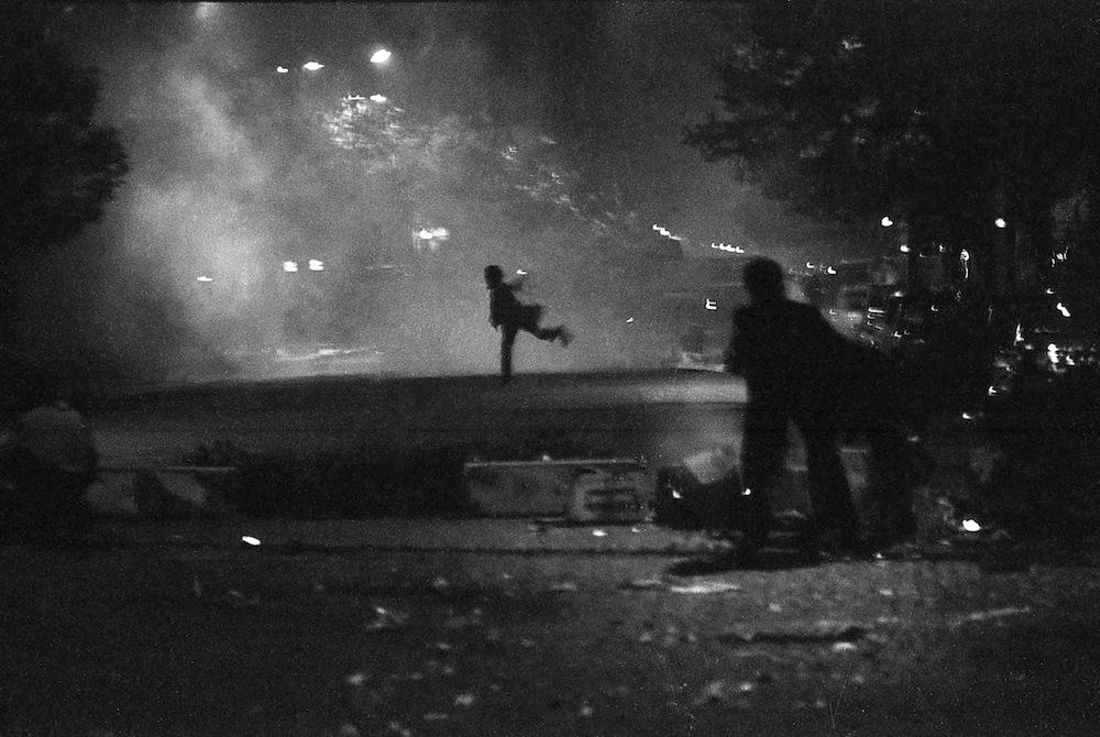 Homme lançant un projectile nuit 29 1.3