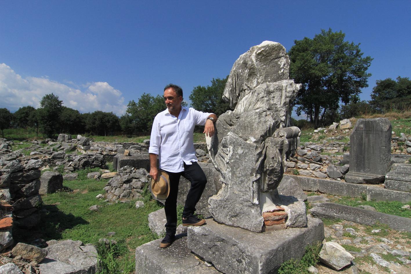 Gonis Thodoris statue