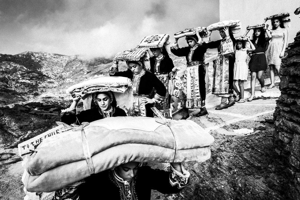 Όλυμπος Καρπάθου. Μεταφορά των προικιών, 2016.