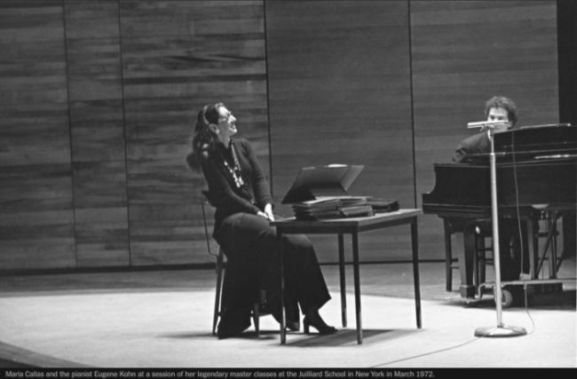 Η Μαρία Κάλλας με τον πιανίσταΓιουτζήν Κον, ενώ διδάσκουν στη σχολή Τζούλιαρντ, την περίοδο που πραγματεύεται το έργο του Μακ Νάλι