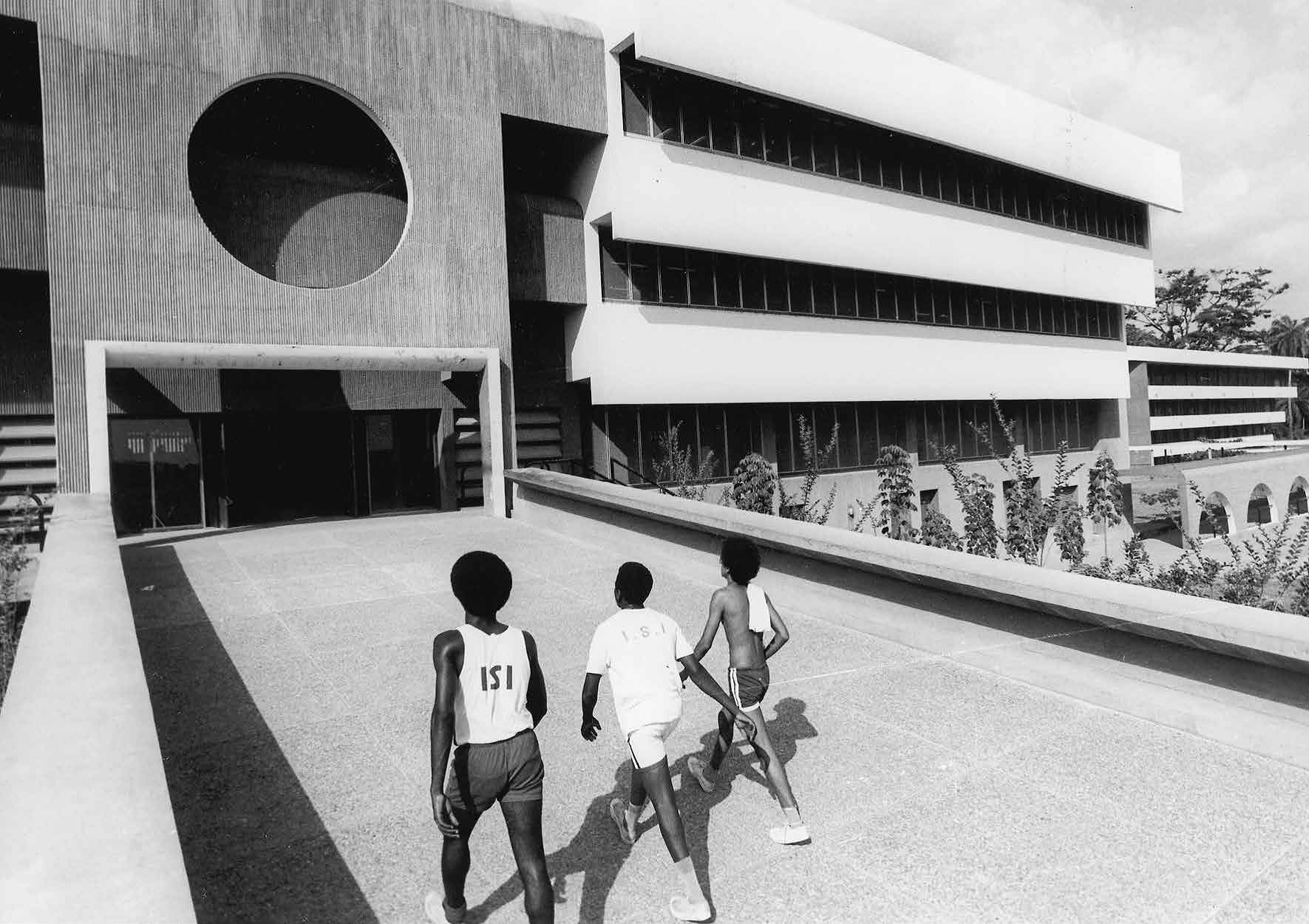 Moving away | Arieh Sharon and Eldar Sharon, University of Ife (Obafemi Awolowo University), Ile-Ife, Osun, Nigeria, late 1960s | Yael Aloni Collection