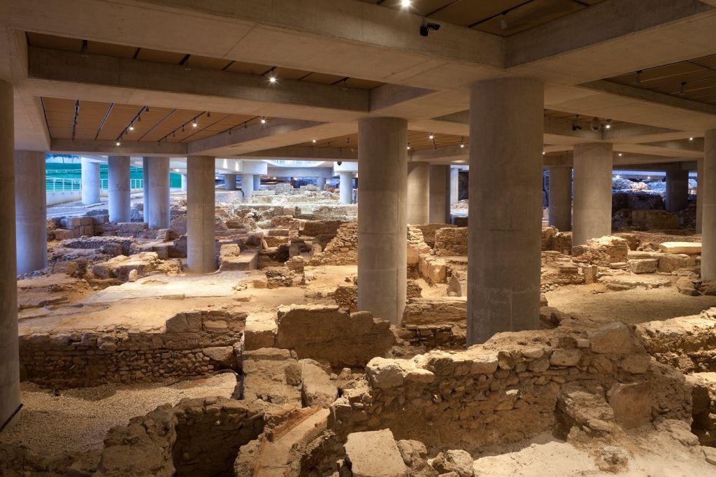 Αποψη της αρχαιολογικής ανασκαφής στη βάση του Μουσείου © Μουσείο Ακρόπολης. Φωτογραφία: Νίκος Δανιηλίδης