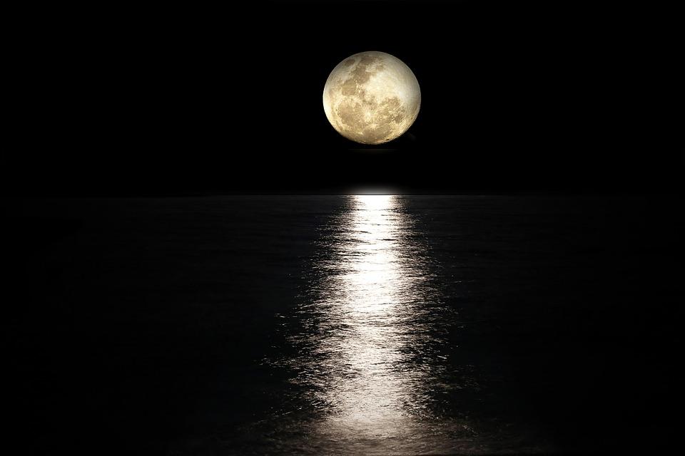 Μερική έκλειψη Σελήνης & πανσέληνος: Το εντυπωσιακό φαινόμενο μέσα ...