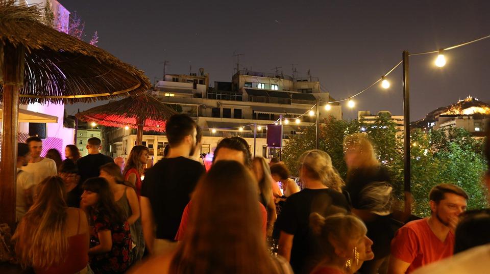 Η Ταράτσα του Χοροστάσιου στην Πλατεία Κλαυθμώνος