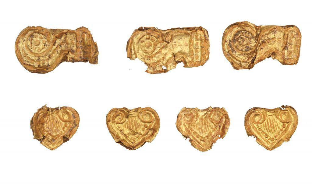 Εικ. 3: Χρυσές χάντρες από τον θολωτό τάφο της Αγίας Θέκλας, στην Τήνο (13ος αι. π.Χ.). © Εφορεία Αρχαιοτήτων Κυκλάδων, Κ. Ξενικάκης.