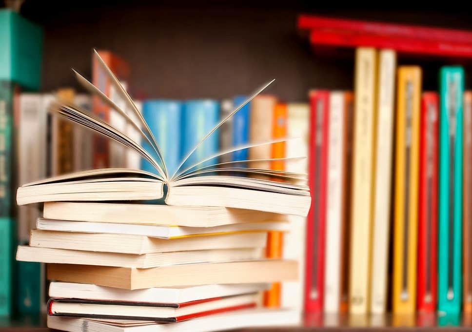 10 άνθρωποι των γραμμάτων επιλέγουν τα καλύτερα βιβλία της χρονιάς ...
