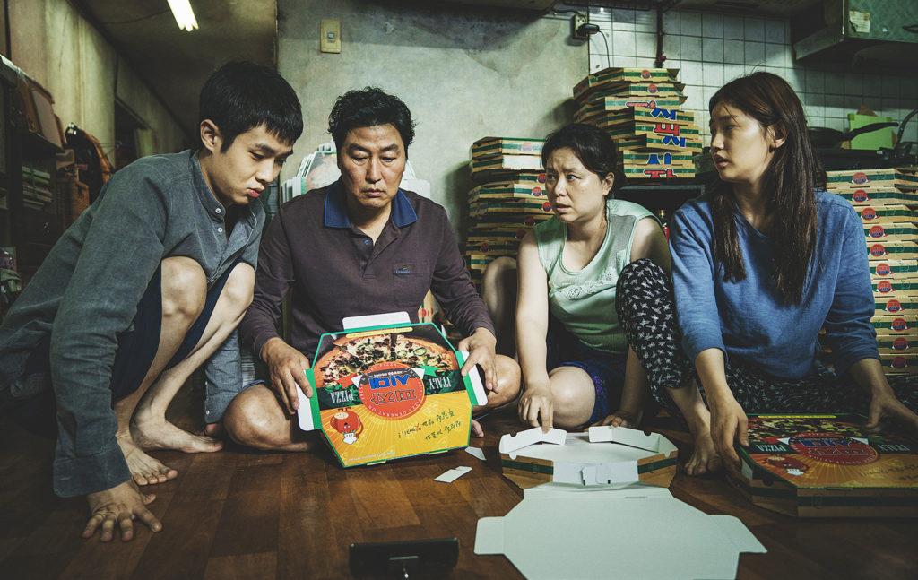 Αν τα Παράσιτα κερδίσουν Οσκαρ Καλύτερης Ταινίας, θα είναι η πρώτη ξενόγλωσση ταινία που το πετυχαίνει.