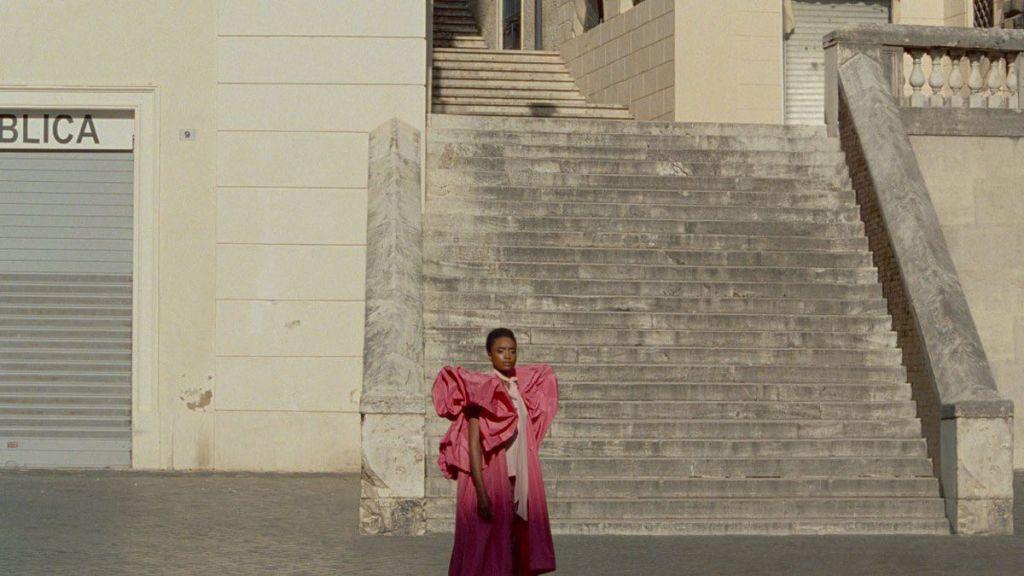 Το 2ο Athens Fashion Film Festival κάνει πρεμιέρα με το πολυαναμενόμενο «The Staggering Girl» του Λούκα Γκουαντανίνο.