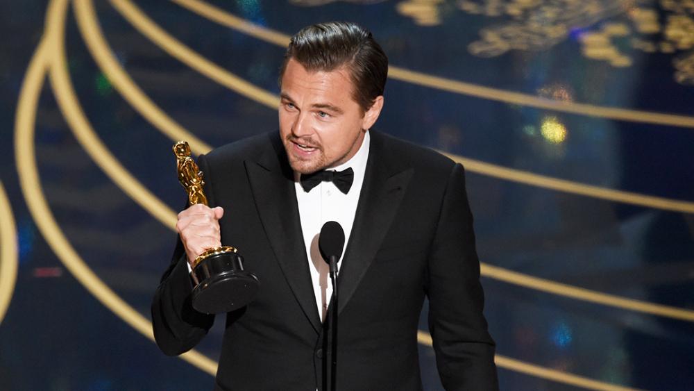 Ο Leonardo DiCaprio με το Όσκαρ Α' Ανδρικού Ρόλου που είχε κερδίσει για το Revenant
