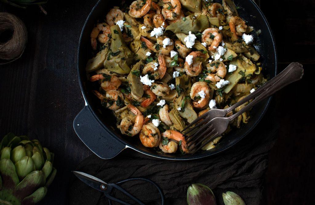 Συνταγή: Γαρίδες σαγανάκι με αγκινάρες