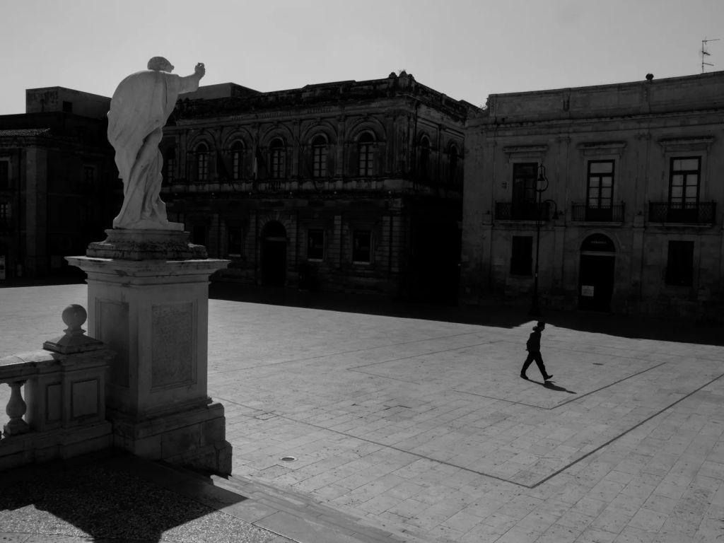 Η πλατεία της Αγίας Λουκίας στις Συρακούσες άδεια
