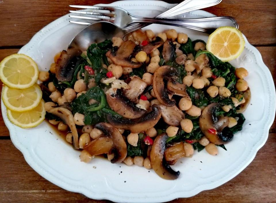 Συνταγή: Ρεβίθια με σπανάκι και μανιτάρια