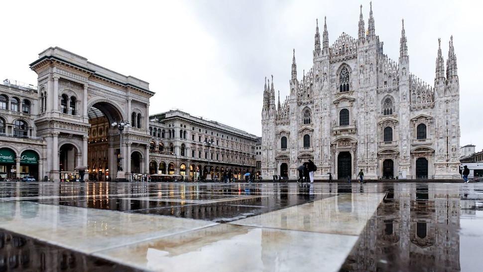 Η ερημωμένη Piazza Duomo του Μιλάνου