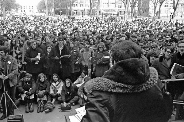 Earth-Day-1970-Crowd
