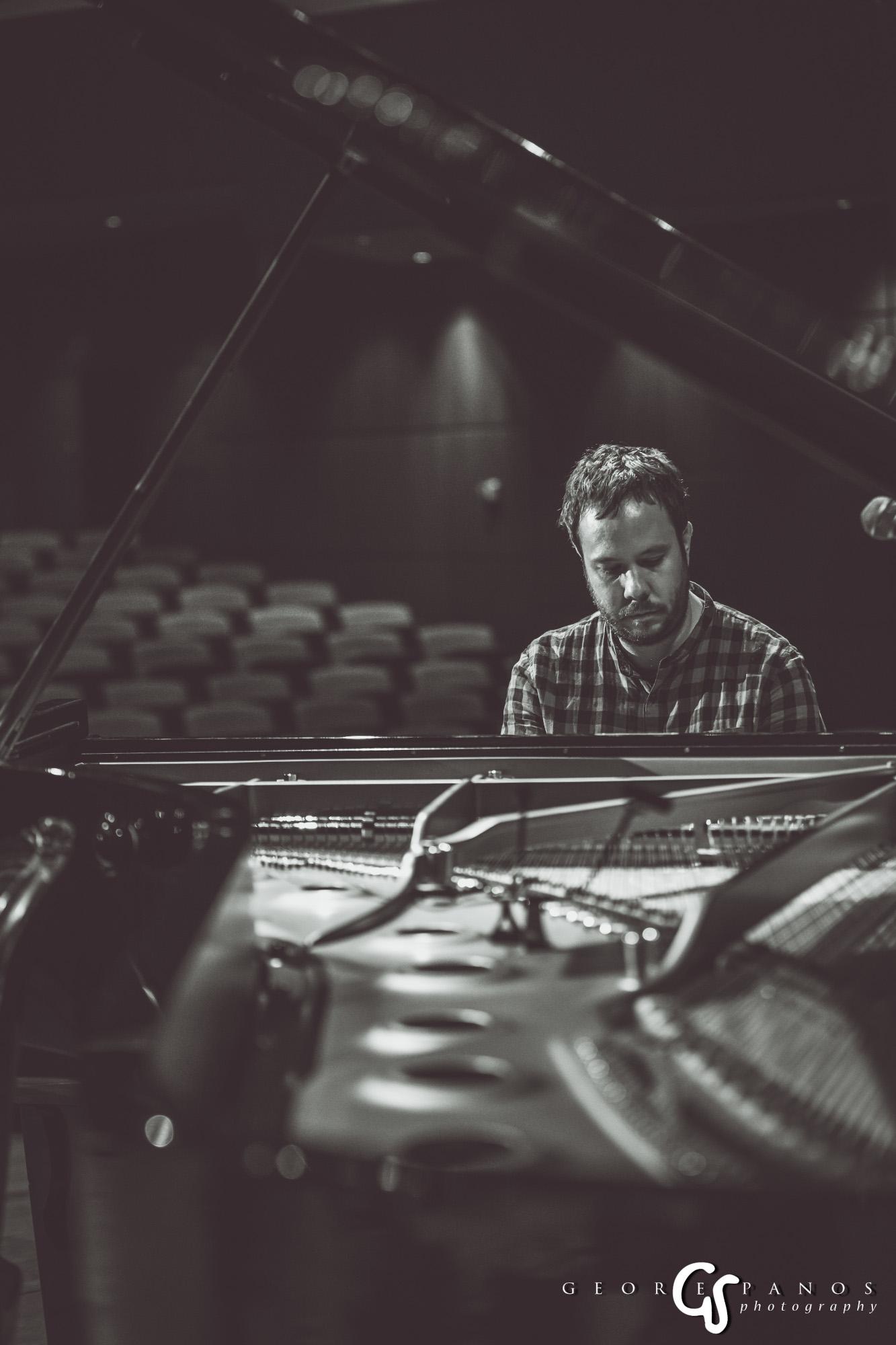 Ο Σπύρος Μανέσσης θα συνοδεύσει με το πιάνο του τη Δήμητρα Γαλάνη