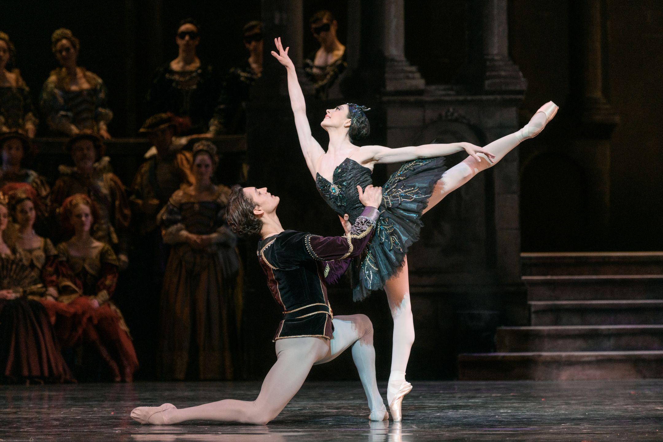 Het-Nationale-Ballet-Het-Zwanenmeer_852_photo_marc_haegeman