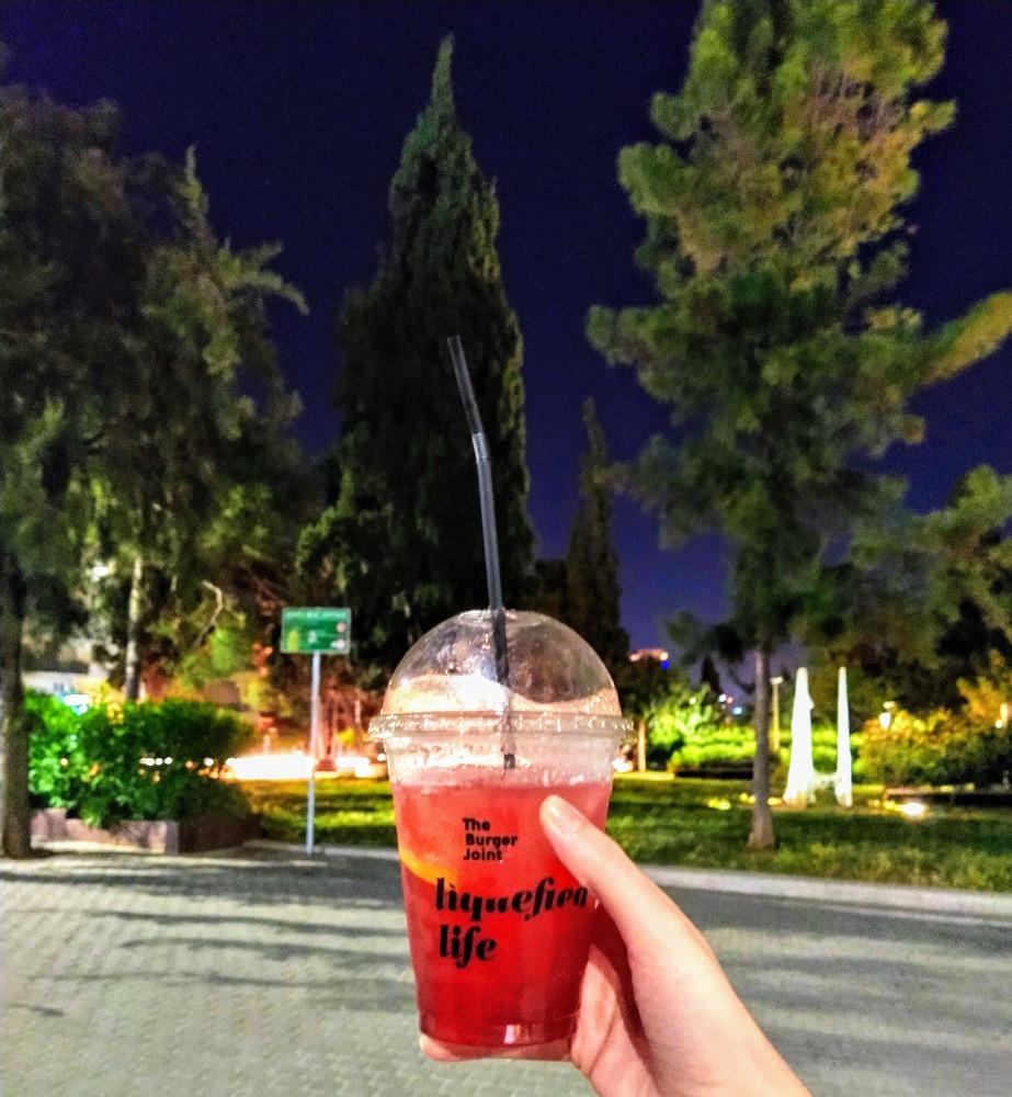 Frozen Strawberry Margarita από το Βurger Joint: Απολαύστε το κοκτέιλ σας με ντελίβερι ή take away