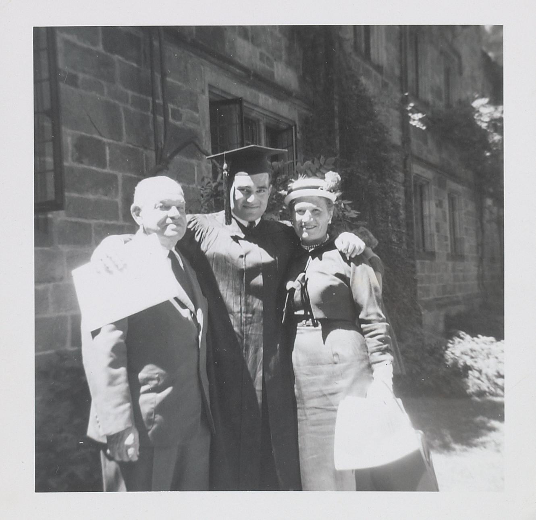 Ο Λάρι Κρέιμερ, με τους γονείς του, 1957