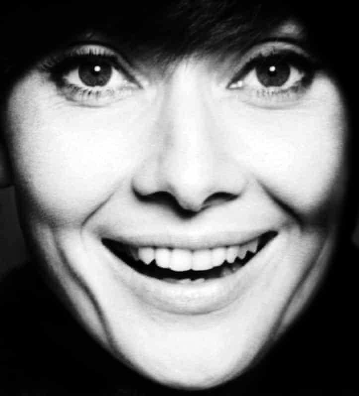 Η χαμογελαστή Όμπρει Χέπμπορν στο Χόλιγουντ το 1962