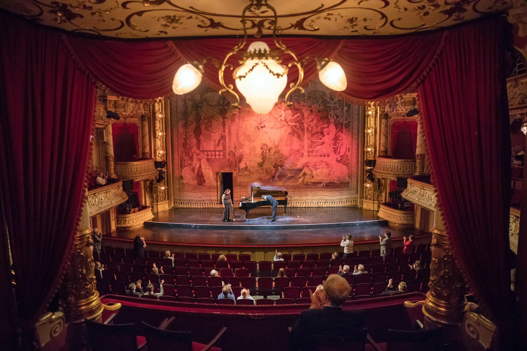 Η πρώτη μουσική παράσταση σε θέατρο στην Γερμανία, φωτογραφία: The New York Times