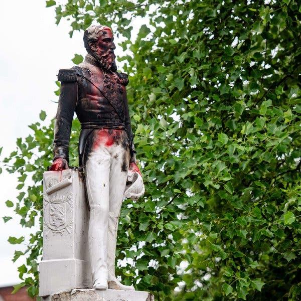 Το βεβηλωμένο άγαλμα του Λεοπόλδου Β'