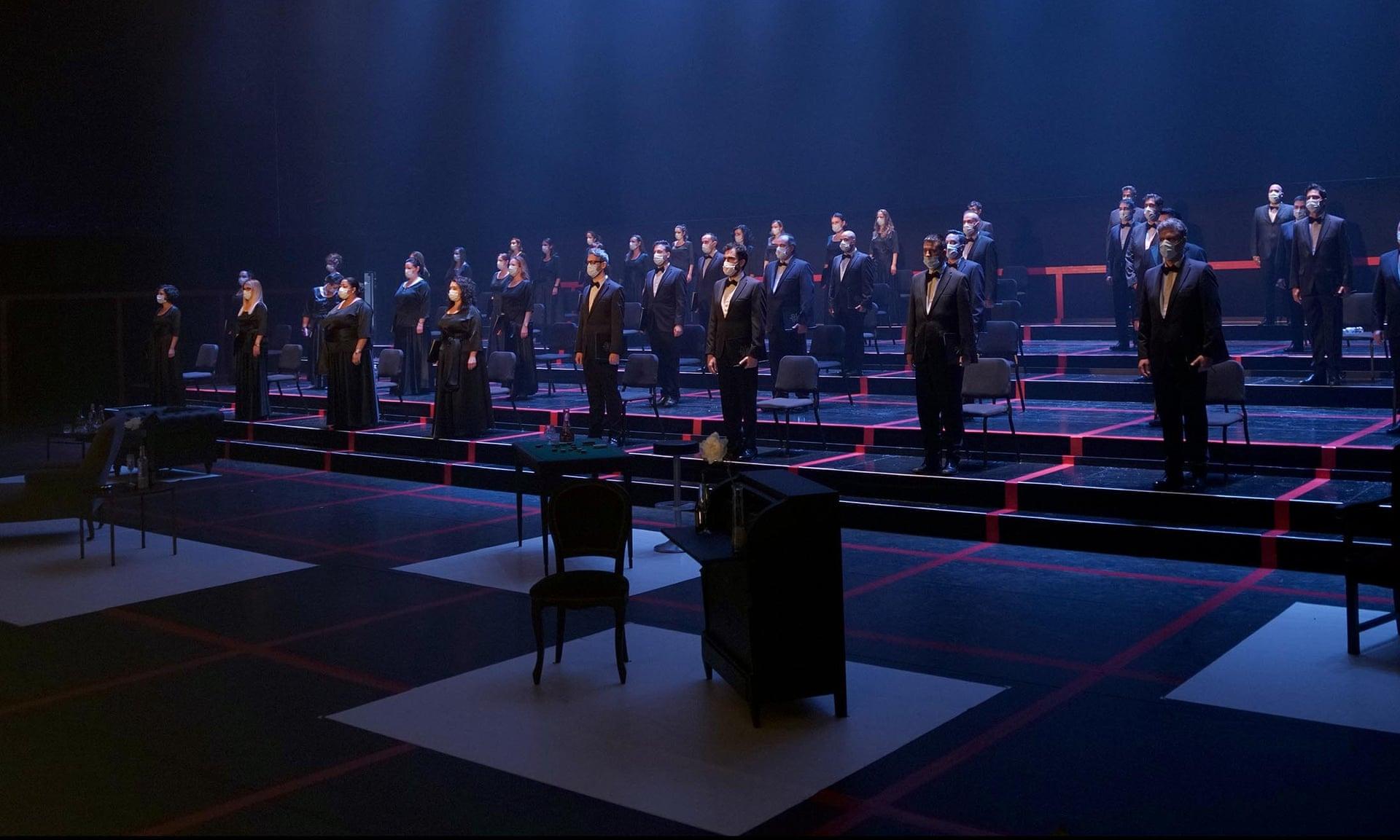 Όπερα από απόσταση: Η χορωδία με μάσκες