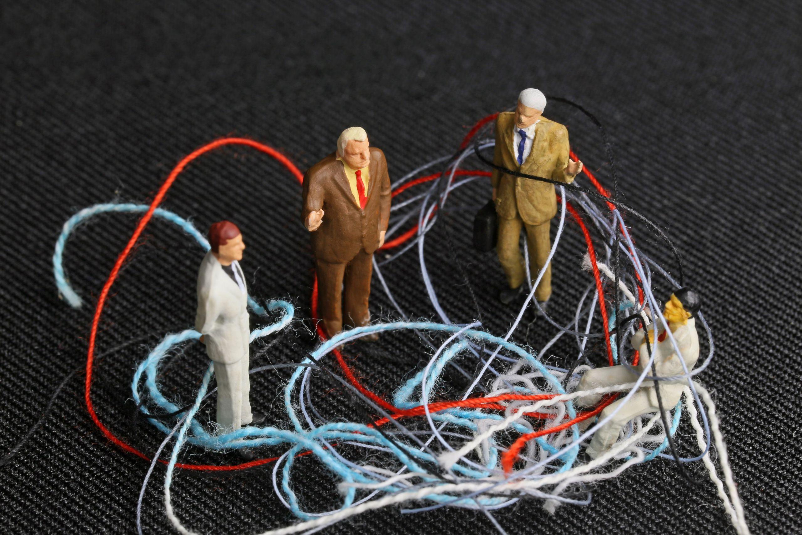 THF goes ONLINE: Στο λαβύρινθο της επικοινωνίας - Για ενήλικες
