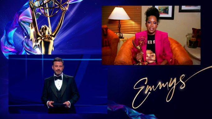 Η Ρετζίνα Κινγκ παραλαμβάνει το βραβείο της για την σειρά Watchmen