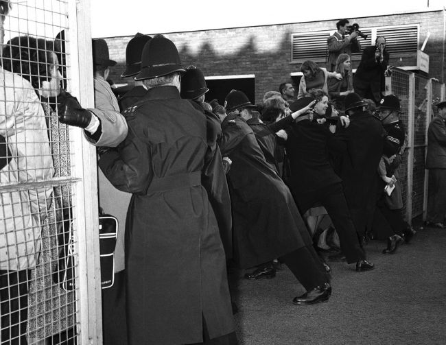 Αεροδρόμιο Λονδίνου: Οι The Beatles γυρίζουν από το Παρίσι, 5 Φεβρουαρίου 1964