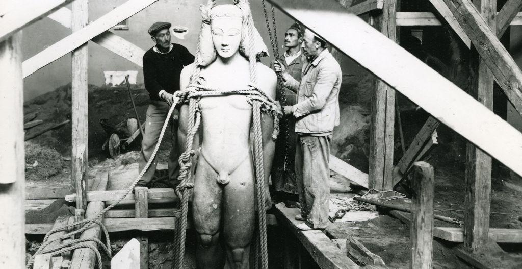Εθνικό Αρχαιολογικό Μουσείο. 1940-1941. Απόκρυψη του αγάλματος κούρου,  <p/><a href=