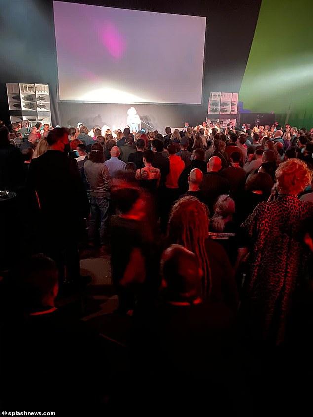 Φωτογραφία από το φερόμενο πάρτι του Matrix 4, πηγή: SplashNews