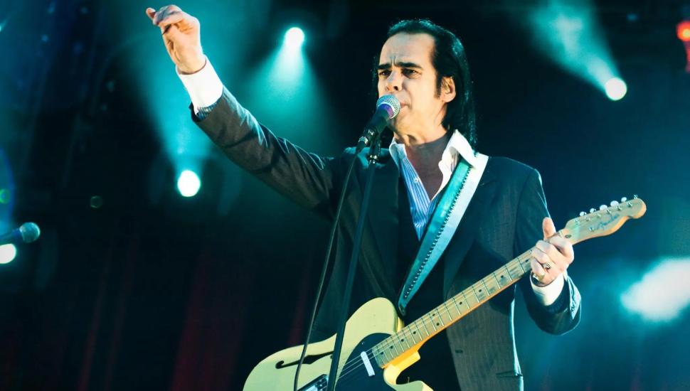Ο Nick Cave θα δωρίσει τη κιθάρα του