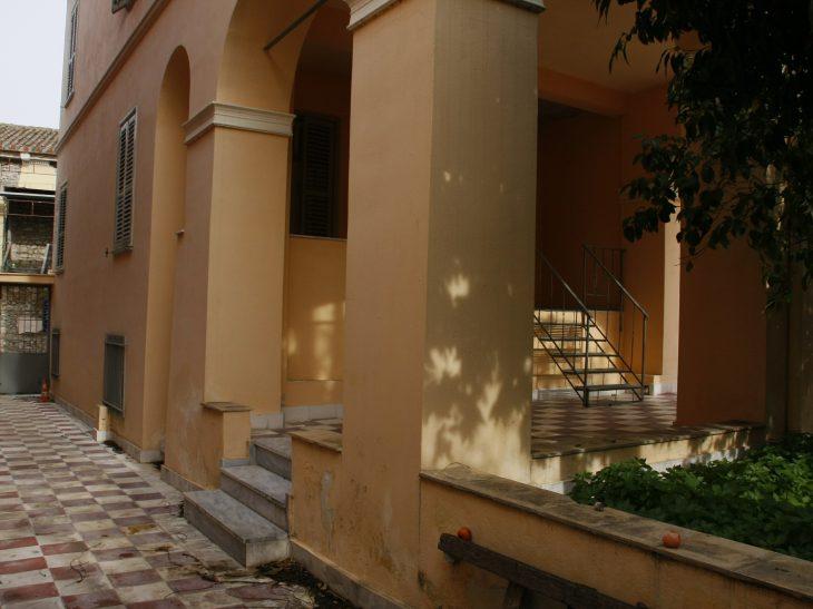 """Το διατηρητέο κτήριο στην Πλάκα που θα """"στεγάσει"""" το έργο του Οδυσσέα Ελύτη"""