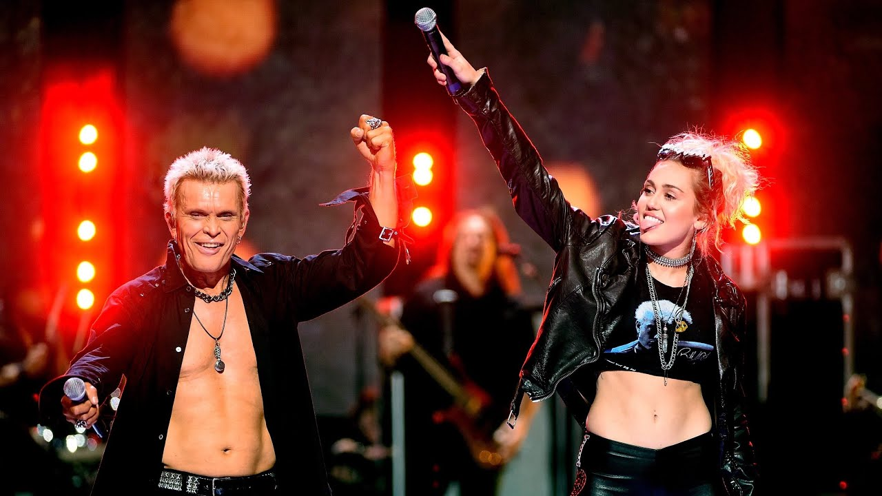 Η Miley Cyrus με τον Billy Idol