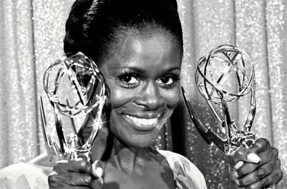 Η Σίσελι Τάισον με τα βραβεία Emmy της