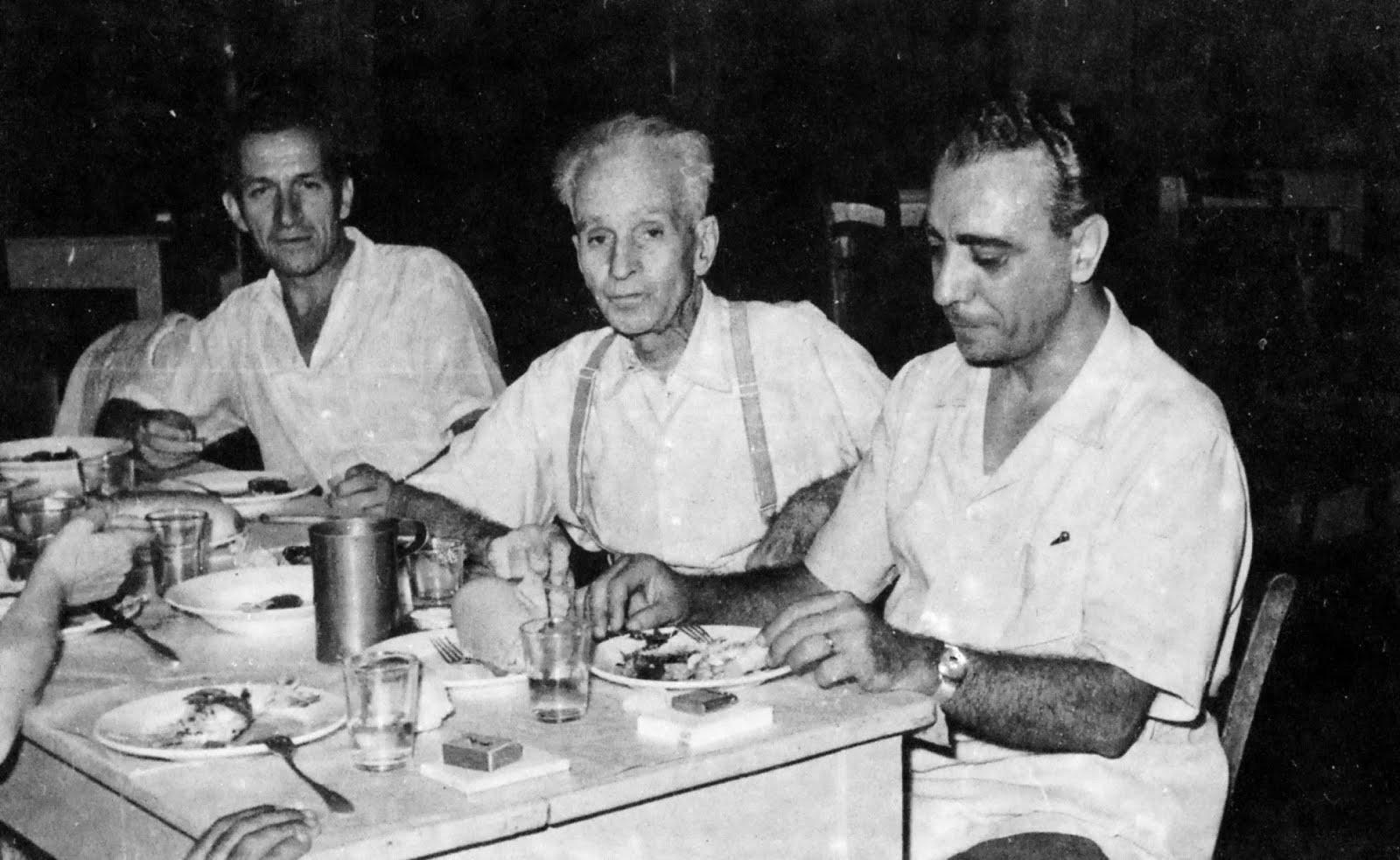 Ο Στρατής Τσίρκας με τον Κώστα Βάρναλη και τον Μ. Μ. Παπαϊωάννου (1958)