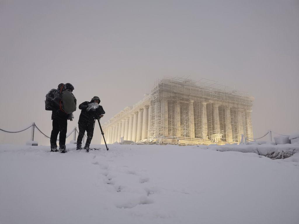 Η χιονισμένη Ακρόπολη! Μιαφωτό που τράβηξε για το Ίδρυμα Ωνάση ο Σταύρος Πετρόπουλος