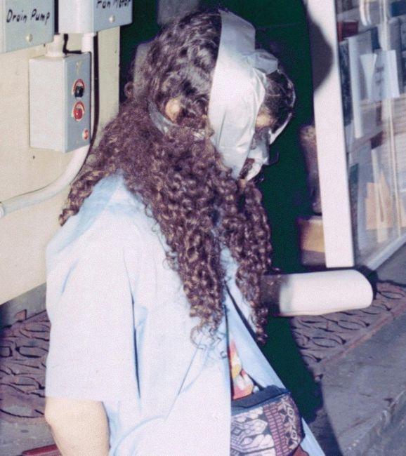 """Έτσι βρήκε η αστυνομία τον νυχτερινό φύλακα του μουσείου, Rick Abath, μετά την κλοπή. Αφού αναφώνησαν """"Γίνεται ληστεία"""" (This is a Robbery), οι δύο κλέφτες έδεσαν τον φύλακα στο υπόγειο. © Isabella Stewart Gardner Museum"""
