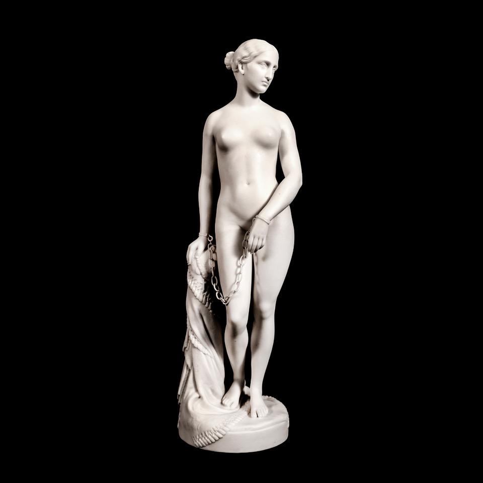 Η Ελληνίδα Σκλάβα, Παριανή πορσελάνη της εταιρείας Minton, αντίγραφο του διάσημου αγάλματος του Αμερικανού γλύπτη Hiram Powers (1848). Ύψος 35,5 εκ.