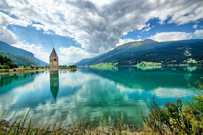 Η λίμνη Resia στην Ιταλία