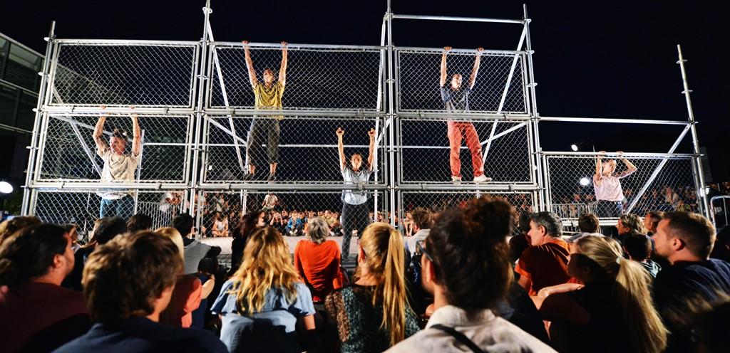 Φεστιβάλ Αθηνών - Παράσταση χορού: «D-Construction» / «Aπο-δόμηση» από την ομάδα χορού Dyptik στην Πειραιώς 260