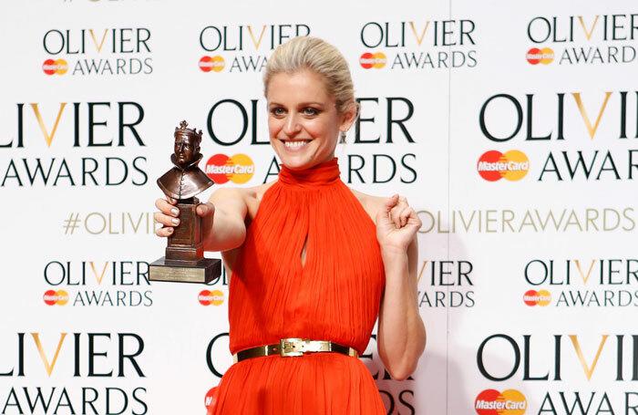 Η Ντενίζ Γκοφ με το βραβείο Olivier το 2016