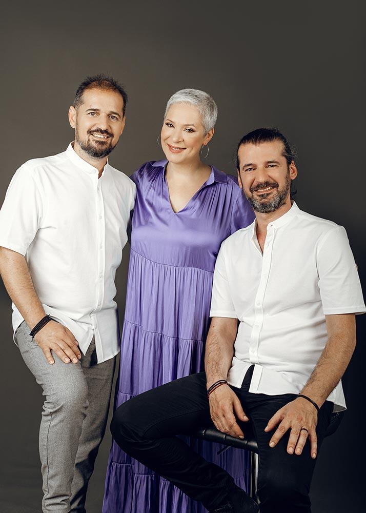 Μελίνα Κανά και Γιώργης και Νίκος Στρατάκης στην Τεχνόπολη