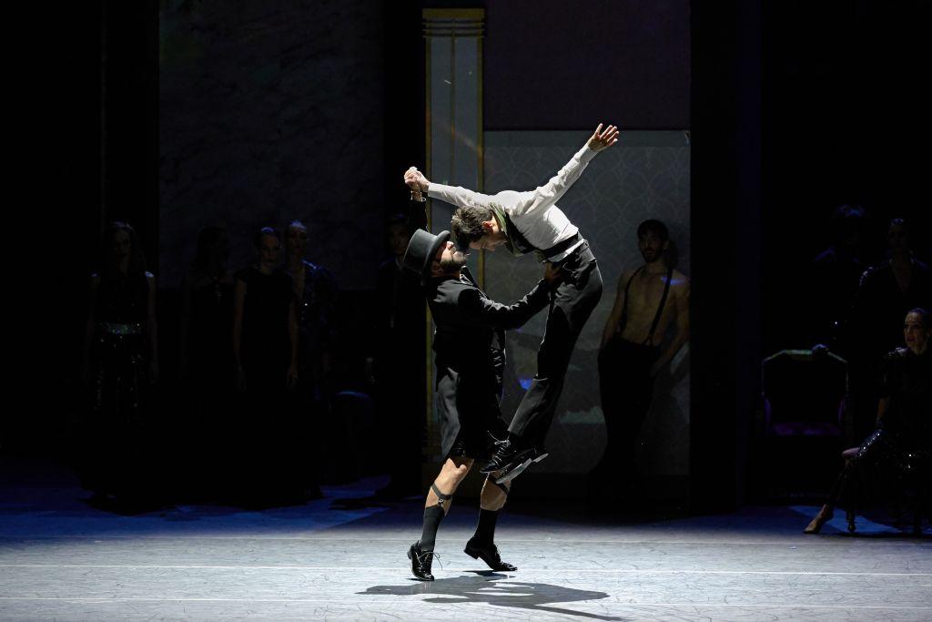 «Χορός με τη σκιά μου»: Ο Κωνσταντίνος Ρήγος χορογραφεί μελωδίες του Μάνου Χατζηδάκη στο Ηρώδειο