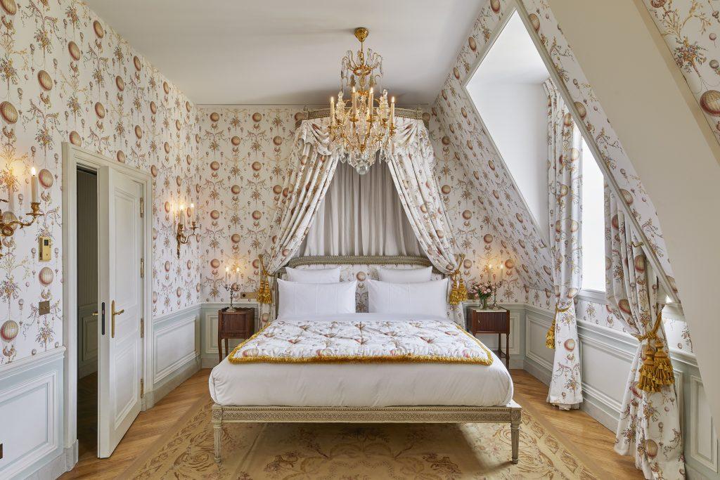 Το δωμάτιο Baron de Staël Holstein. Photo courtesy of Airelles Château de Versailles, Le Grand Contrôle.
