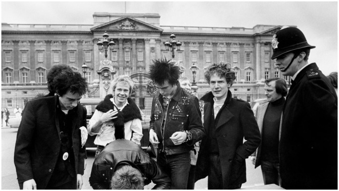 Sex Pistols έξω από το παλάτι του Μπάκιγχαμ, Φωτογραφία από: AP