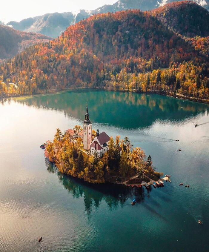 Λίμνη Μπλεντ στην Σλοβενία. Photo Credits: Davide Anzimanni
